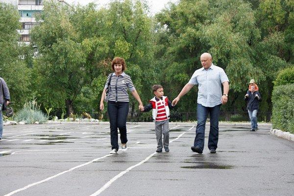 Виктор Назаров проводит время с семьей